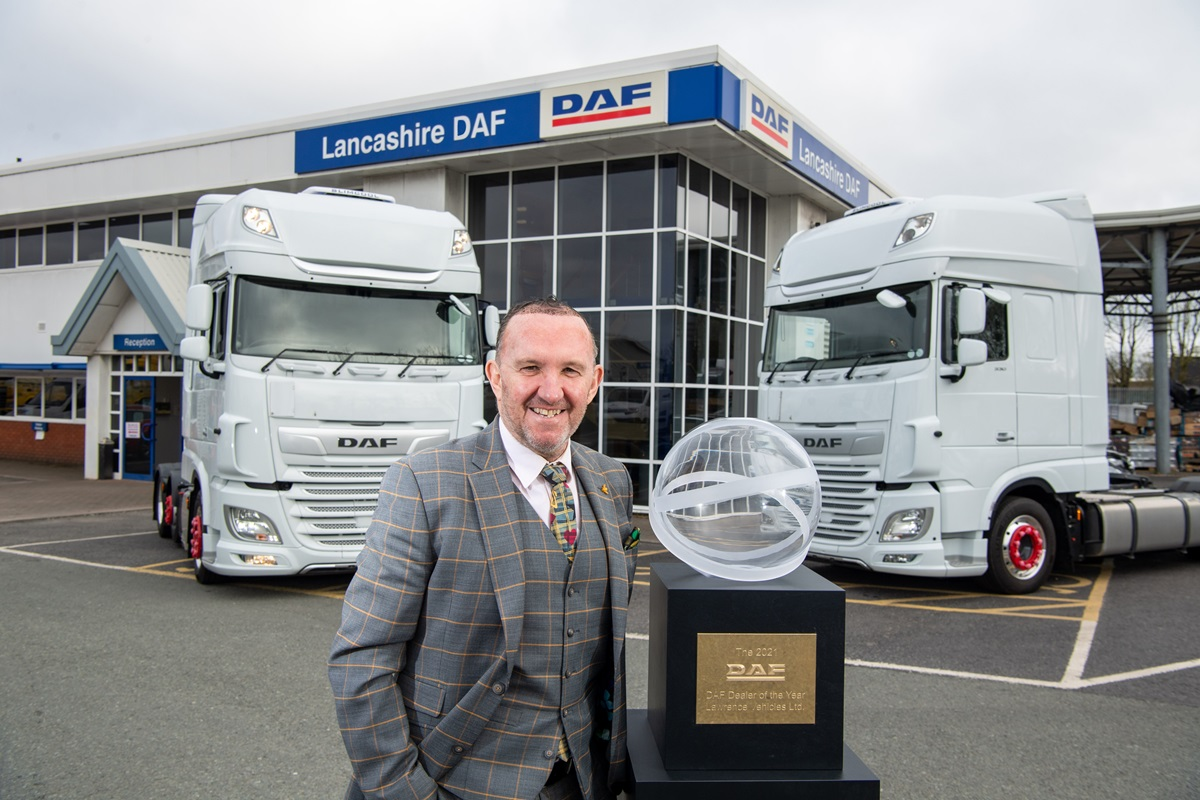 The-British-dealer-group-Lawrence-Vehicles-has-been-awarded-DAF-Dealer-of-the-Year-2021-01